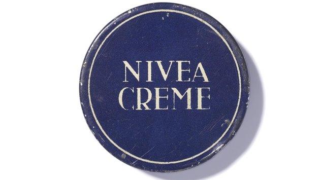 NIVEA-first-blue-tin-1925-Beiersdorf