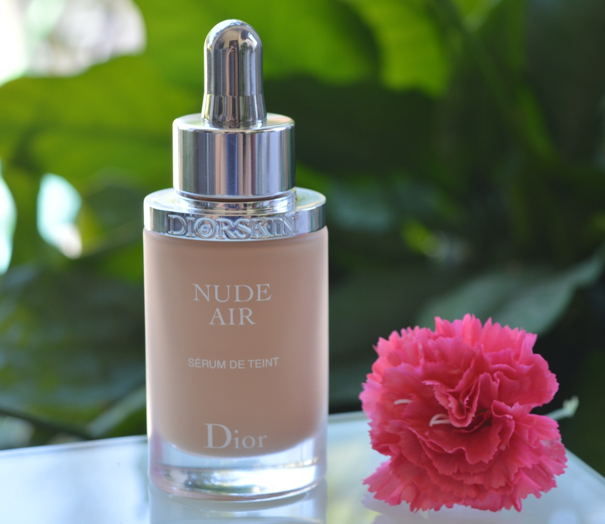 DIOR NUDE AIR SERUM tečni puder